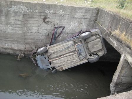 В окрестностях поселка Арти ВАЗ рухнул с моста