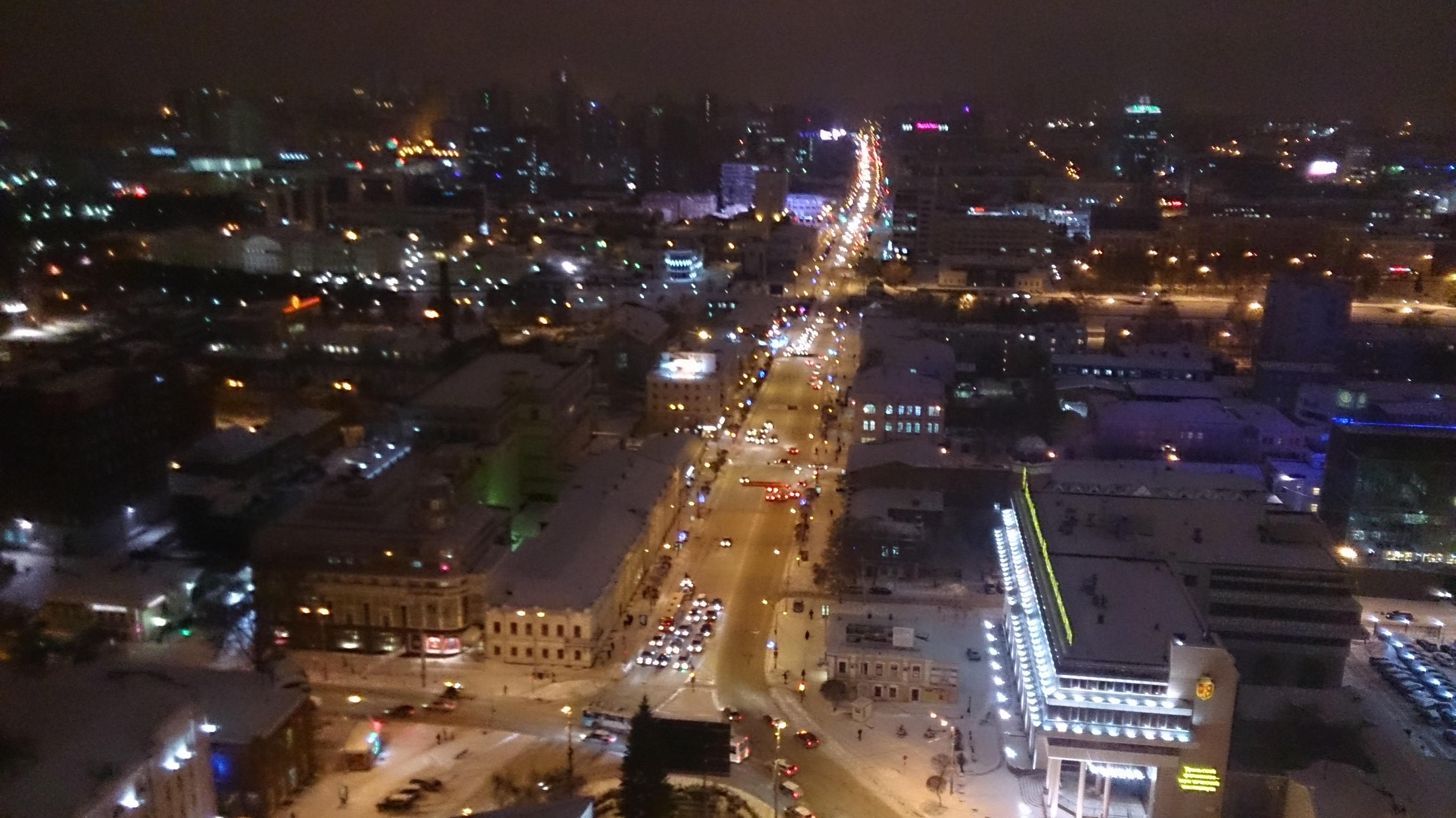 Пробки 8 баллов. Ночной ледяной дождь осел снежной кашей на дорогах Екатеринбурга