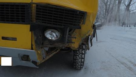 В Каменске-Уральском пьяный водитель ВАЗа врезался в автобус