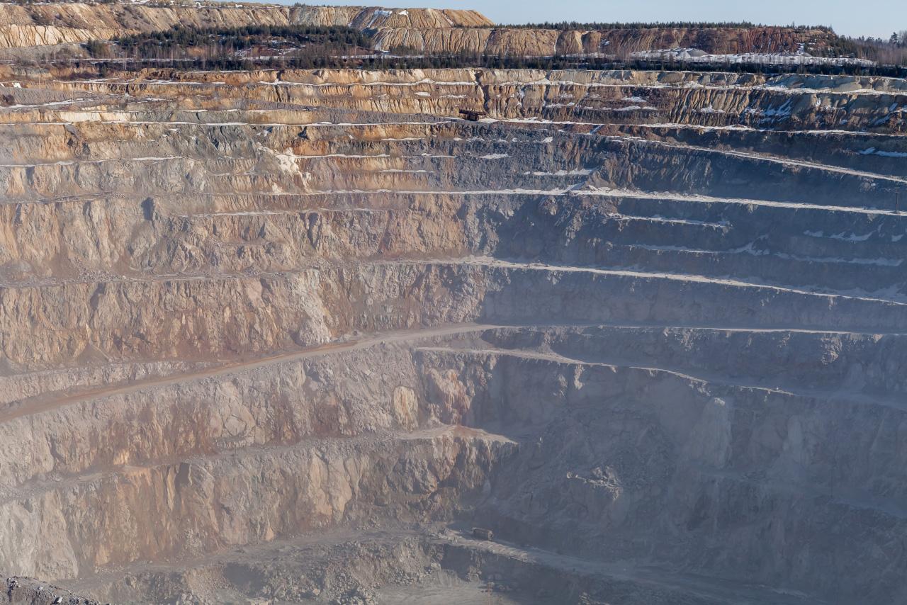 «Взорвано, уложено, сколото»: исследуем рудники Сафьяновского карьера