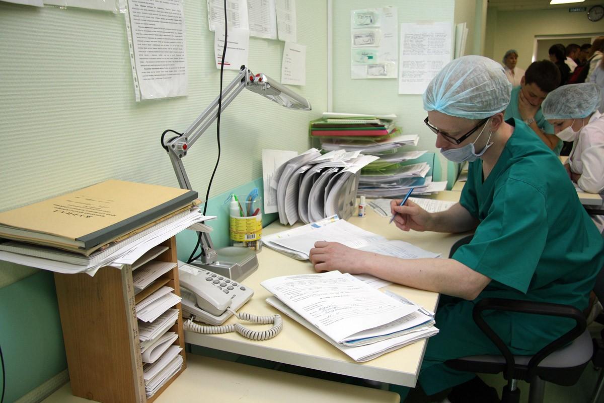 В Свердловской области из-за острой кишечной инфекции госпитализировали школьников