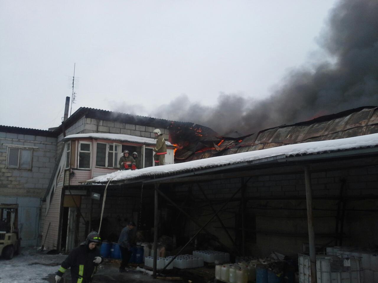 Крупный пожар в Верхней Пышме: горели склады, автосервис и сауна