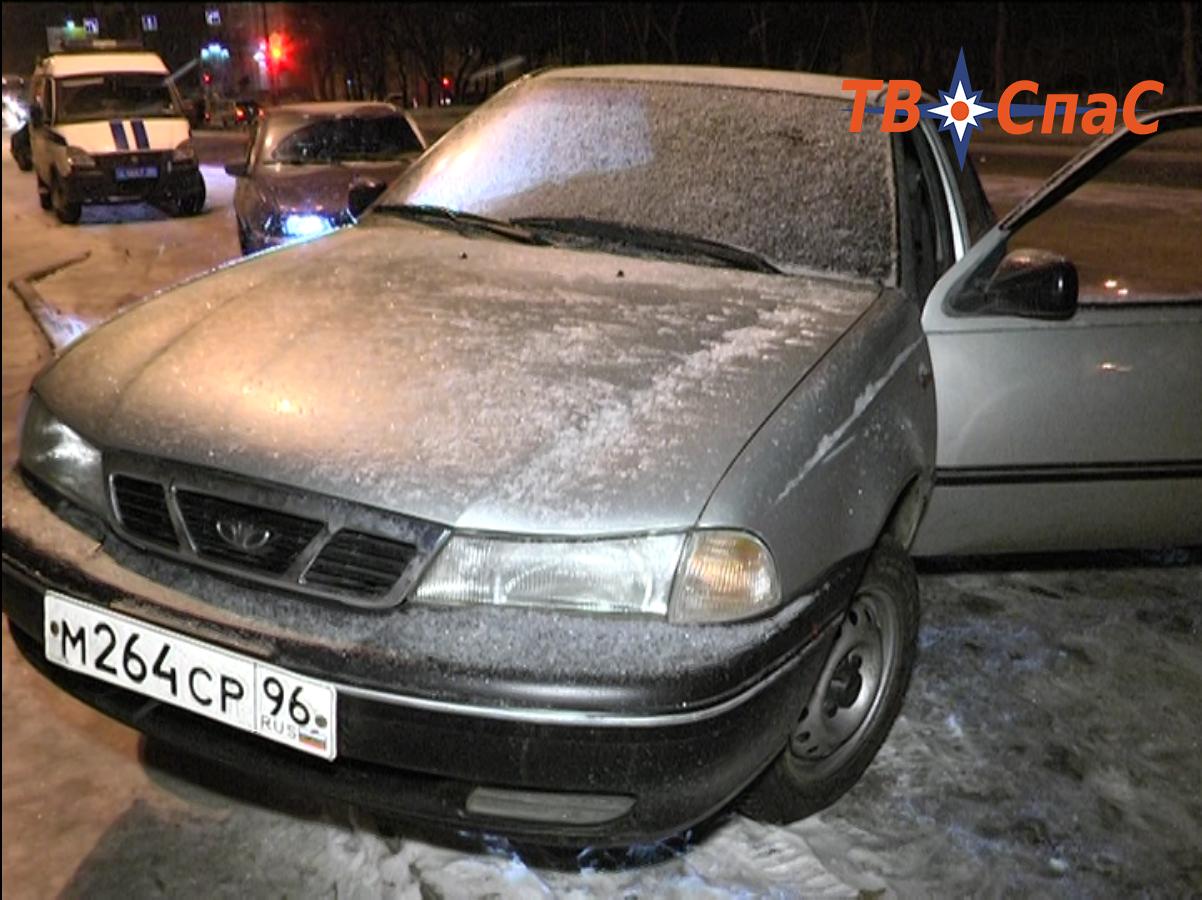На ЖБИ пассажир такси ранил ножом водителя