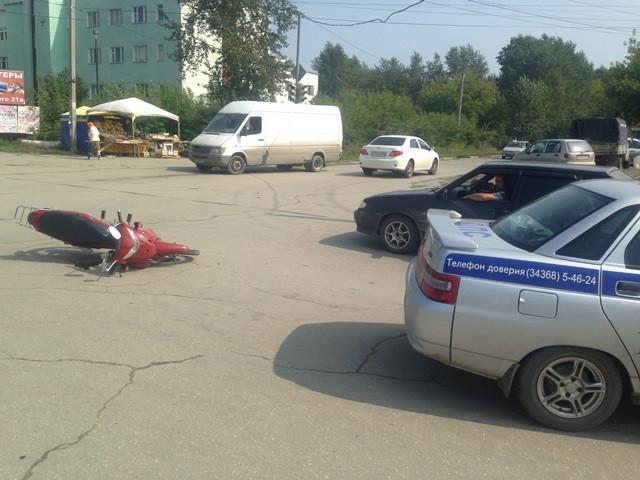 В Среднеуральске юный мопедист попал в ДТП