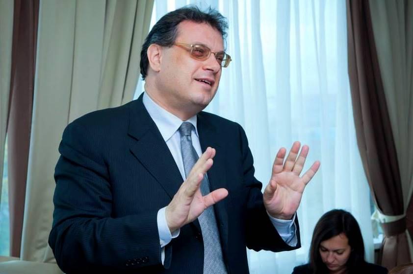 Александр Трахтенберг: «Пока регионы грызутся, КамАЗы денег идут в Москву»