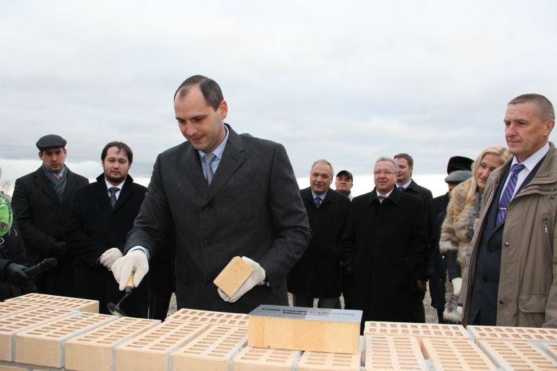 Паслер поучаствовал в строительстве индюшиной фермы в Невьянске