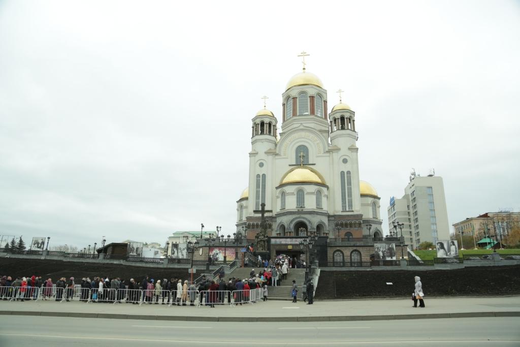 Гастроли кончились: 100 000 верующих приложились к святым мощам в Храме-на-Крови