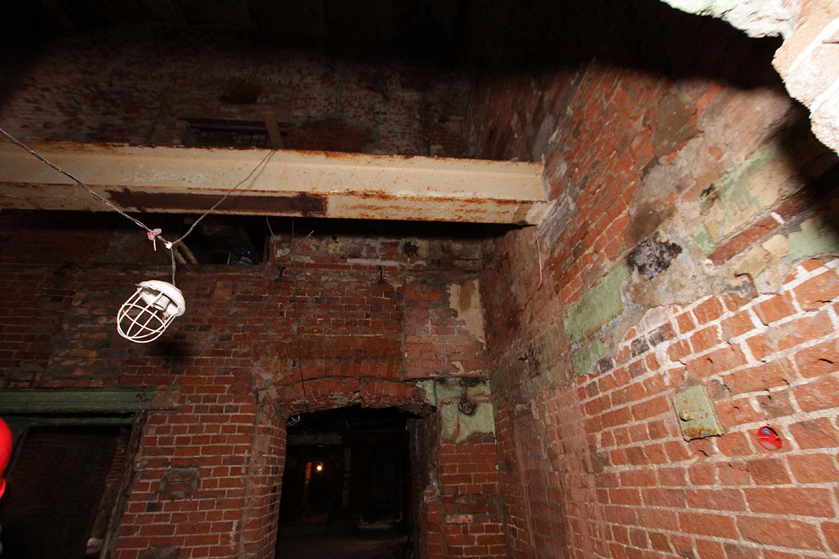 Городская легенда: в подземельях на проспекте Ленина спрятаны тонны платины