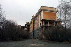 В здании заброшенной больницы на 8 Марта снова разбился мужчина