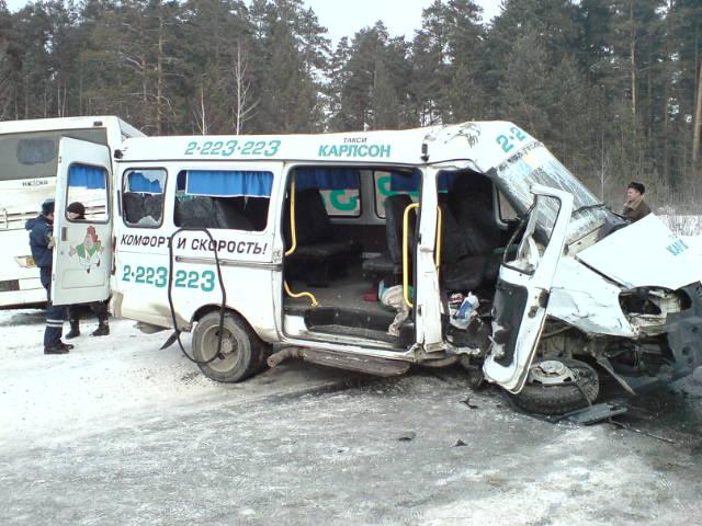На Полевском тракте столкнулись автомобиль, автобус и маршрутка