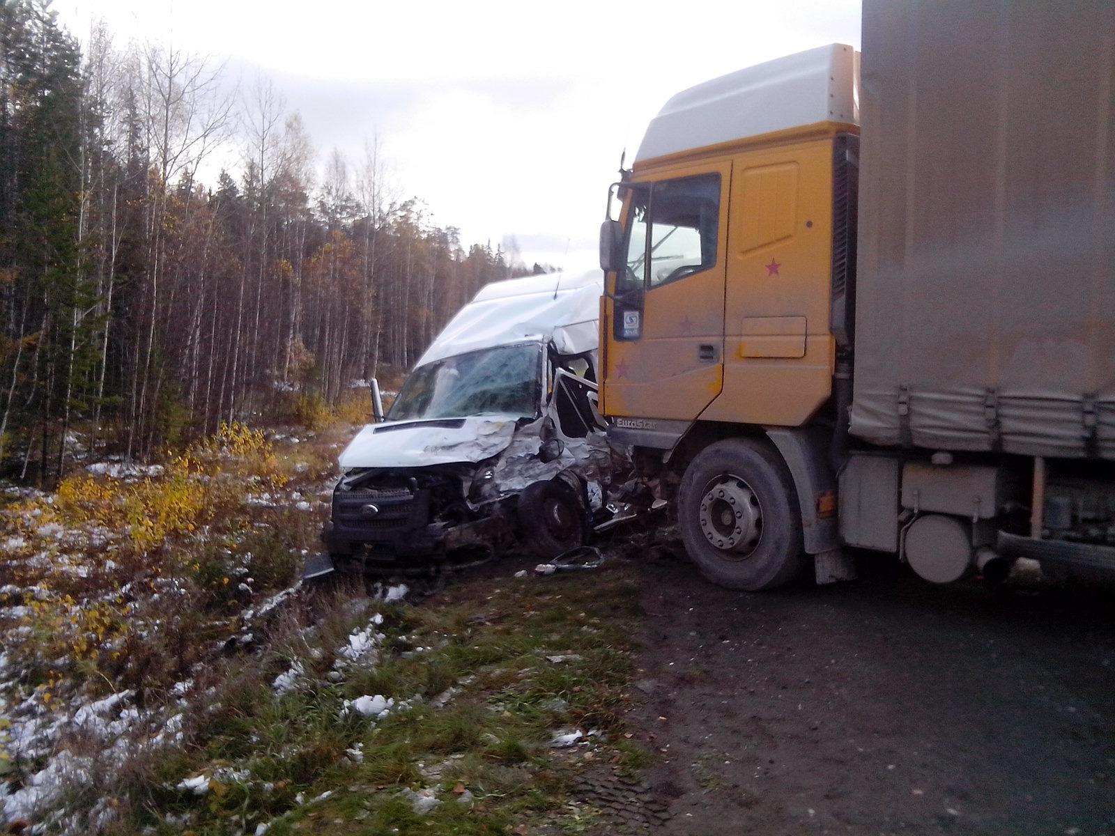 На Серовском тракте разбился автобус с баскетбольной командой