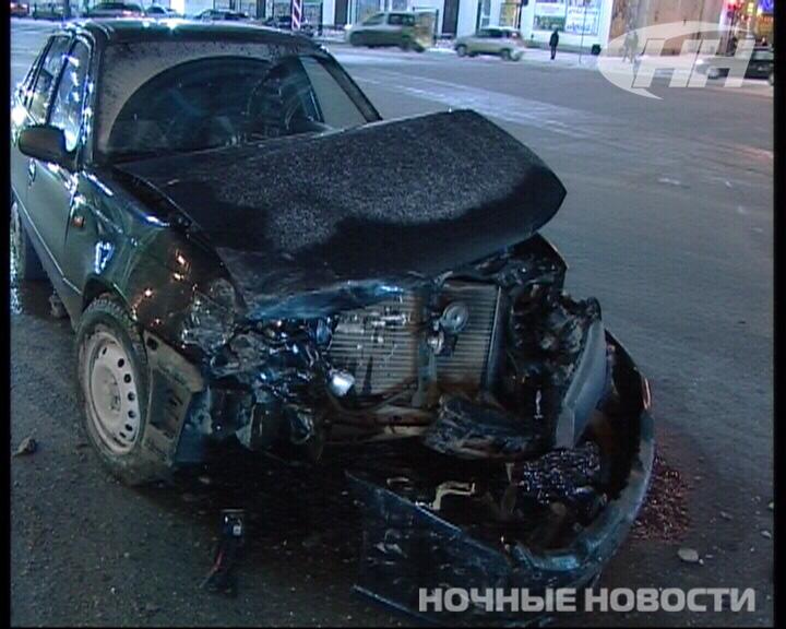 Возле «Колизея» скрывающийся от ДПС таксист врезался в Audi
