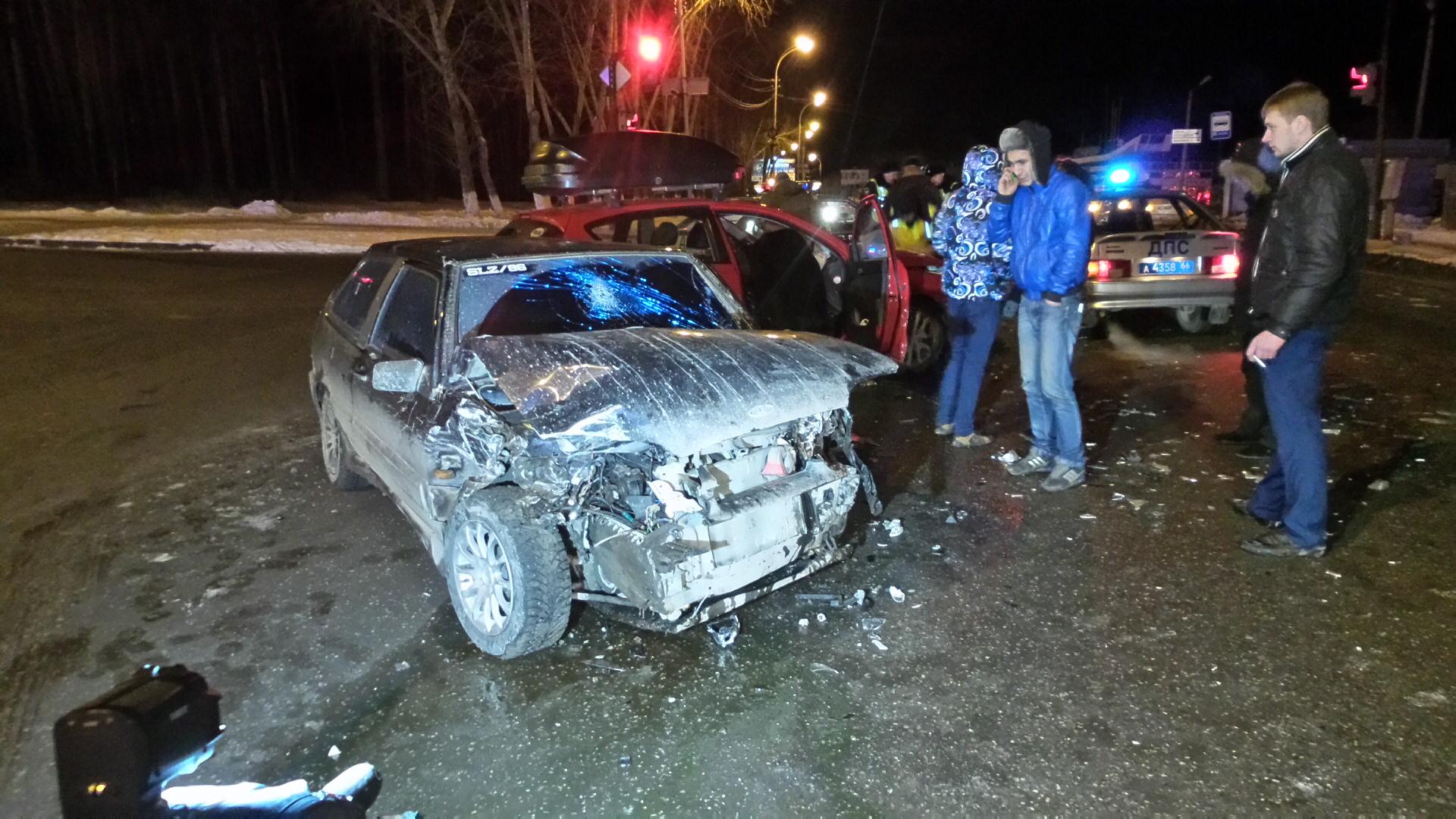 Водитель тонированного ВАЗа устроил тройное ДТП на Репина