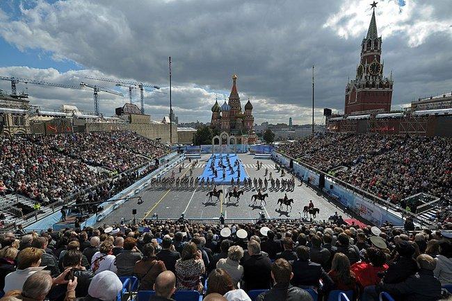 Столица гуляет: в Москве началось празднование Дня города