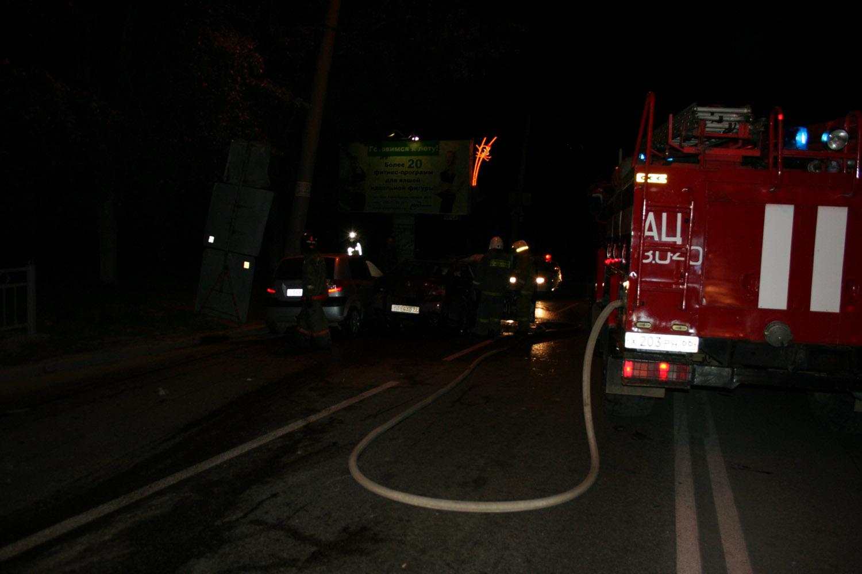 На Химмаше после ДТП загорелось такси