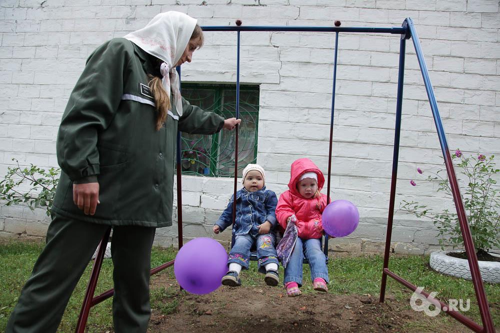 Дети общего режима. В колонии Нижнего Тагила освятили детский городок