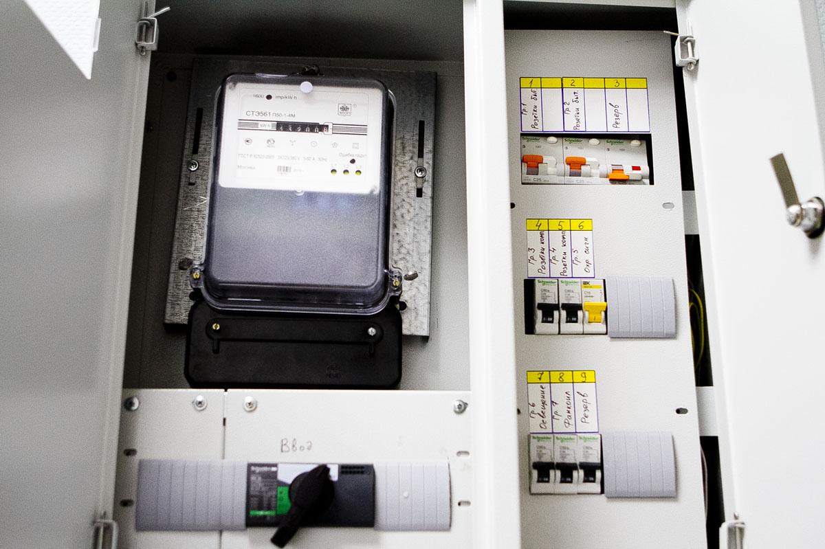 Энергетики грозят оставить свердловские школы без света
