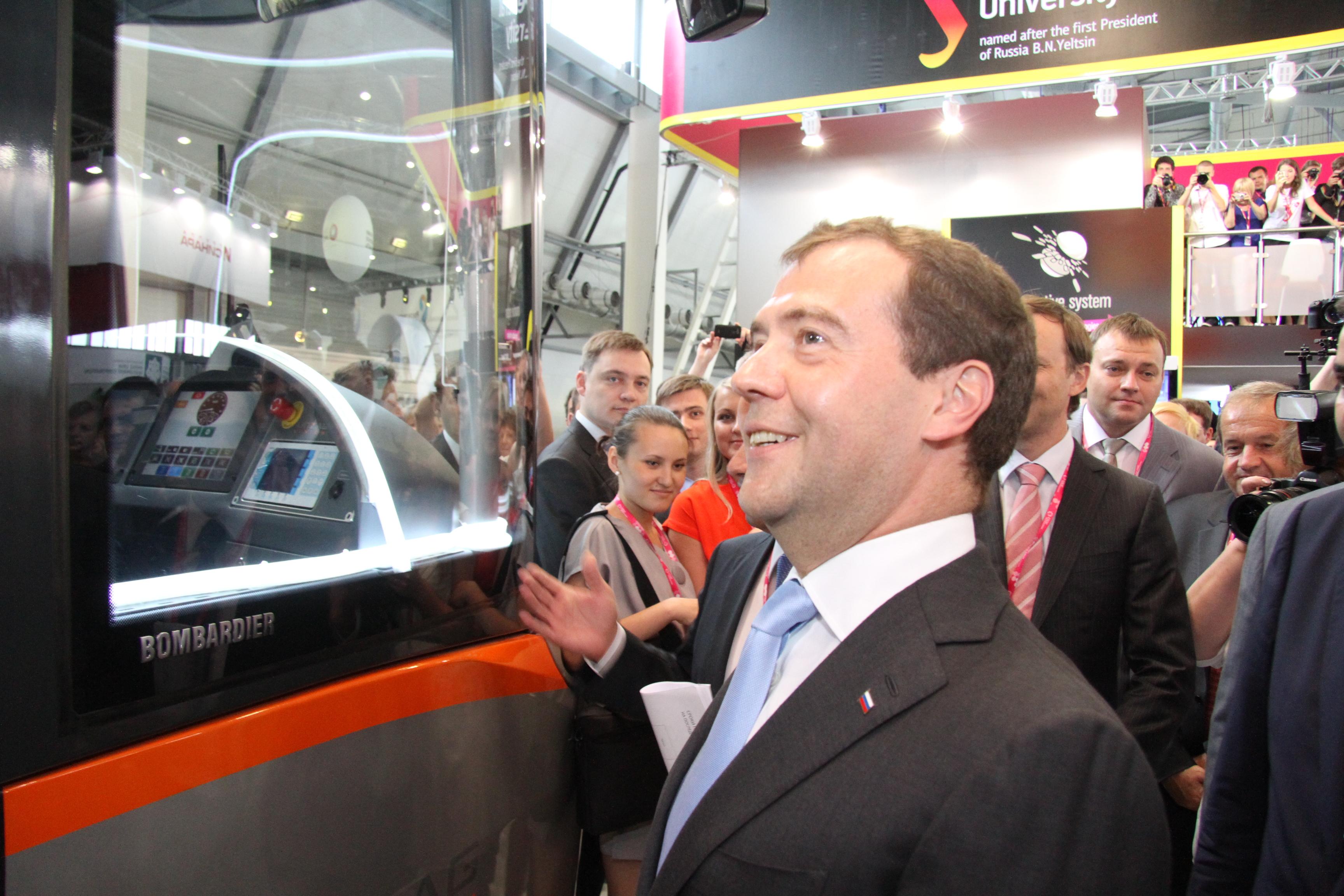 Охота на Медведева: 300 камер vs один премьер