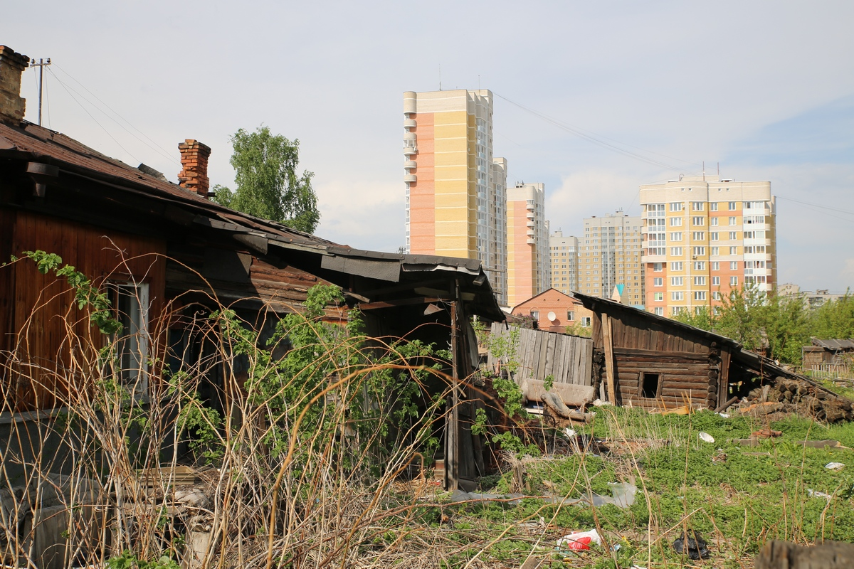 Рейд 66.ru: на Уралмаше нелегалы обживают брошенные дома