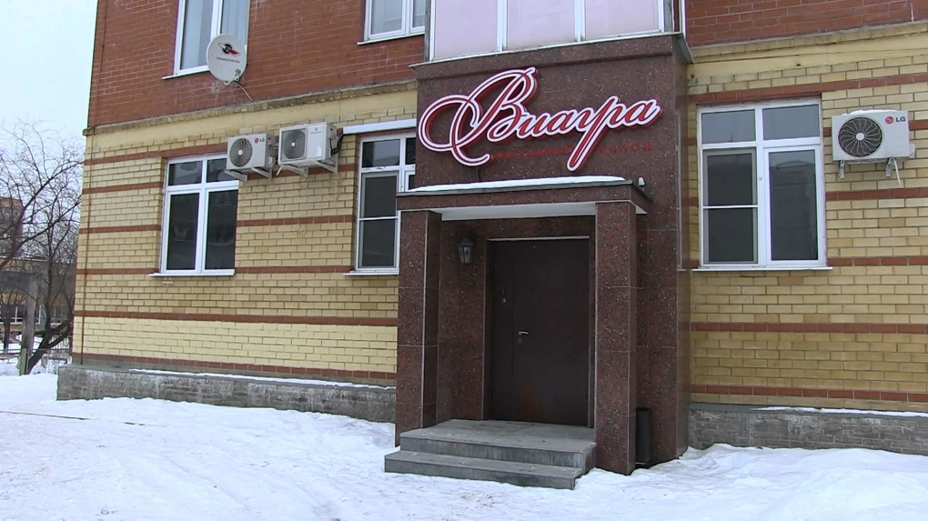 МВД, ФМС, МЧС: целая бригада проверяющих «кошмарит» проститутошную на Заводской