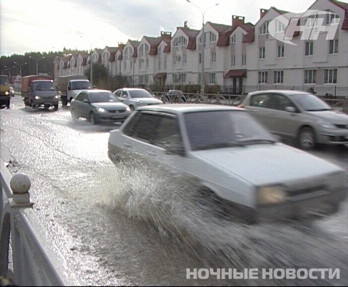 Утром на улице Краснолесья забил фонтан