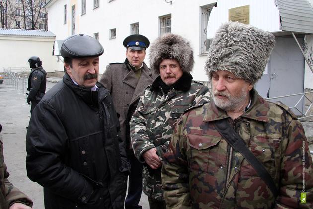 Областное правительство обеспечит уральских казаков и после смерти