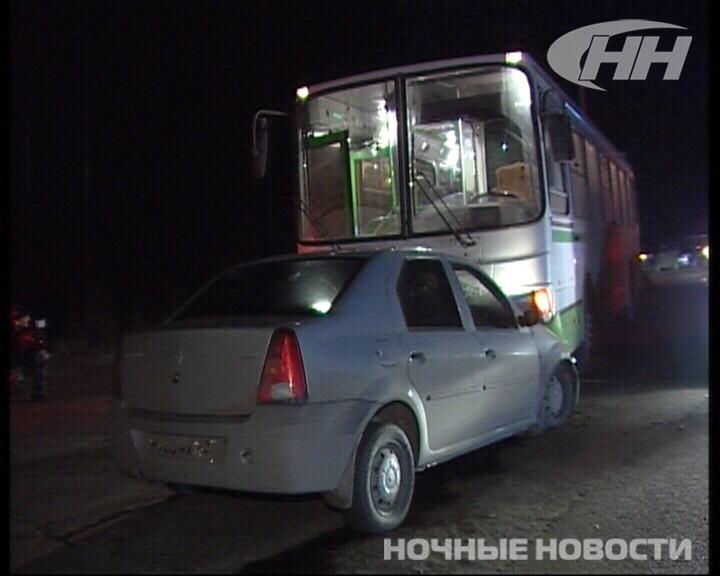 Вечером по дороге на ТЭЦ столкнулись автобус и легковушка