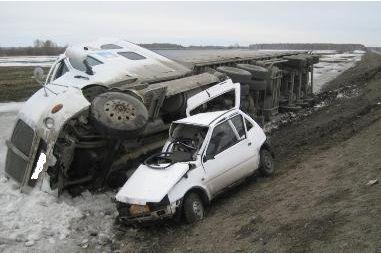 Под Екатеринбургом «Ока» перевернула тягач