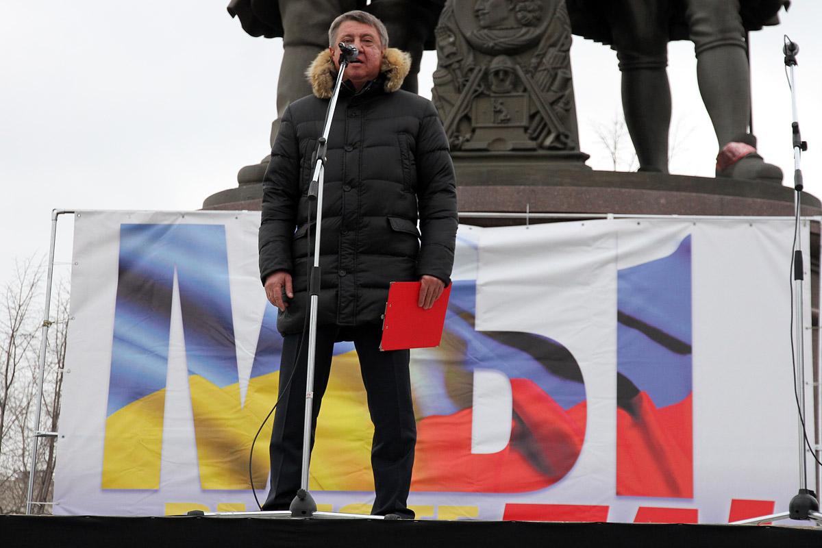 Митинг-концерт за присоединение Крыма в Екатеринбурге: быстро, громко, немноголюдно