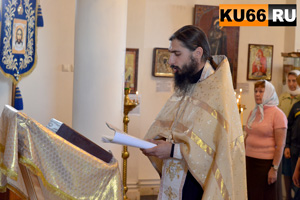 Под Каменском-Уральским перевернулся ВАЗ со священником