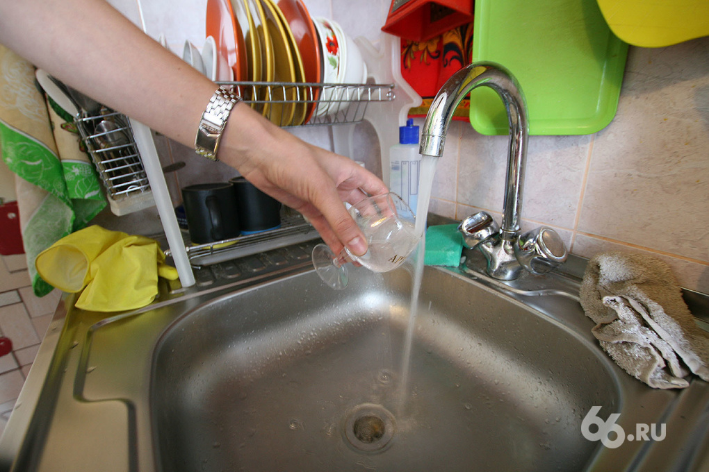 В Сухом Логу начали восстанавливать водоснабжение