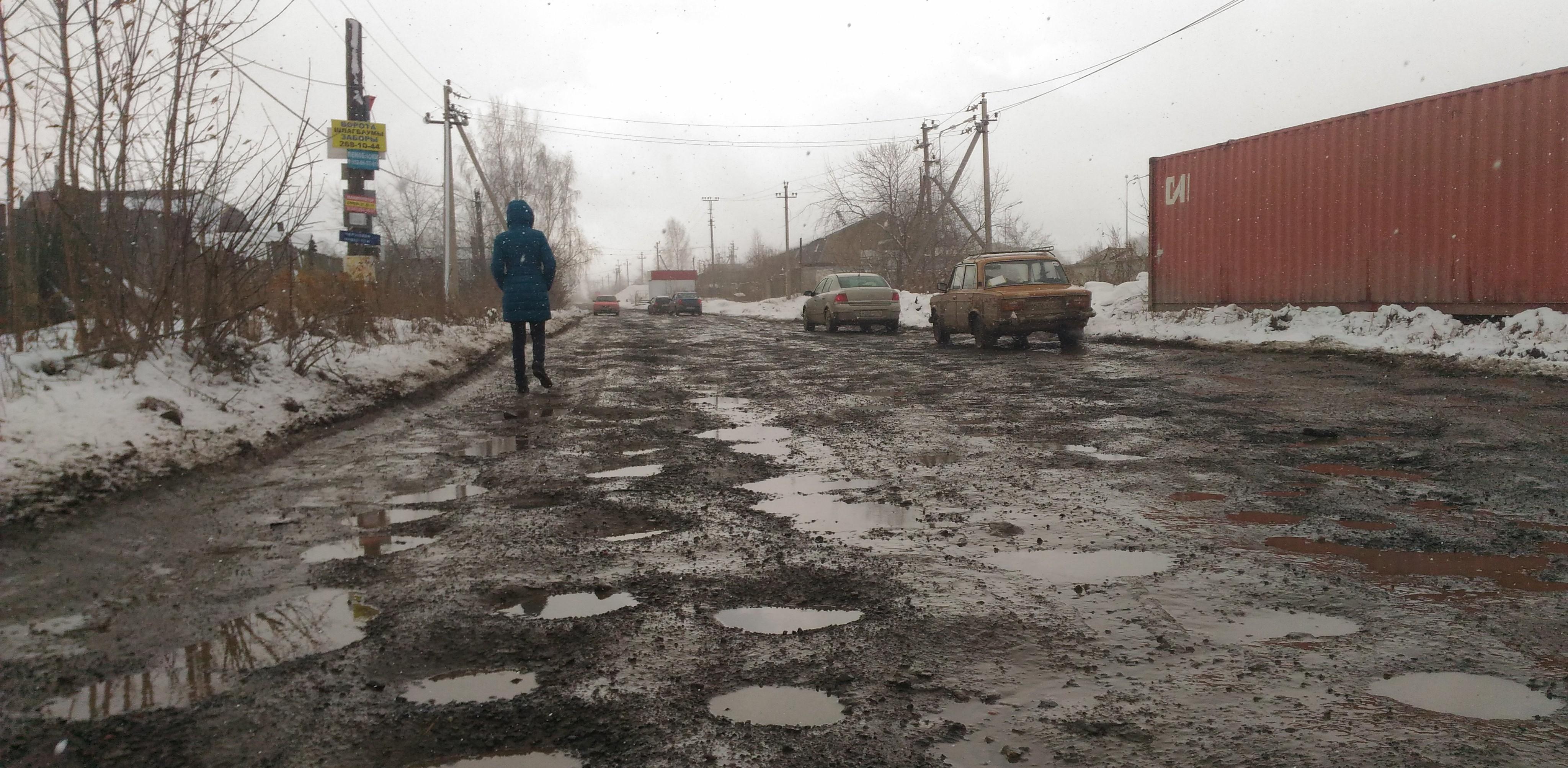 Ни фонарей, ни тротуаров, только ямы и лужи: улица на Елизавете превратилась в проселочную дорогу