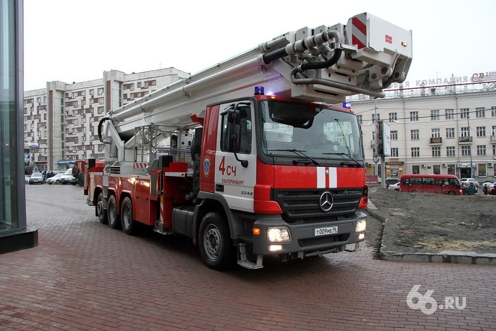Салют в честь Дня радио обернулся пожаром в центре Екатеринбурга