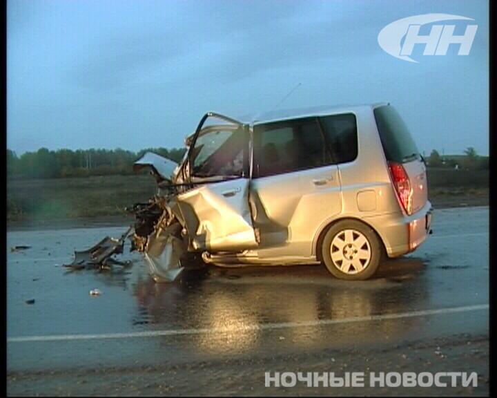 На Полевском тракте Mitsubishi на встречке врезалась в «четырнадцатую»