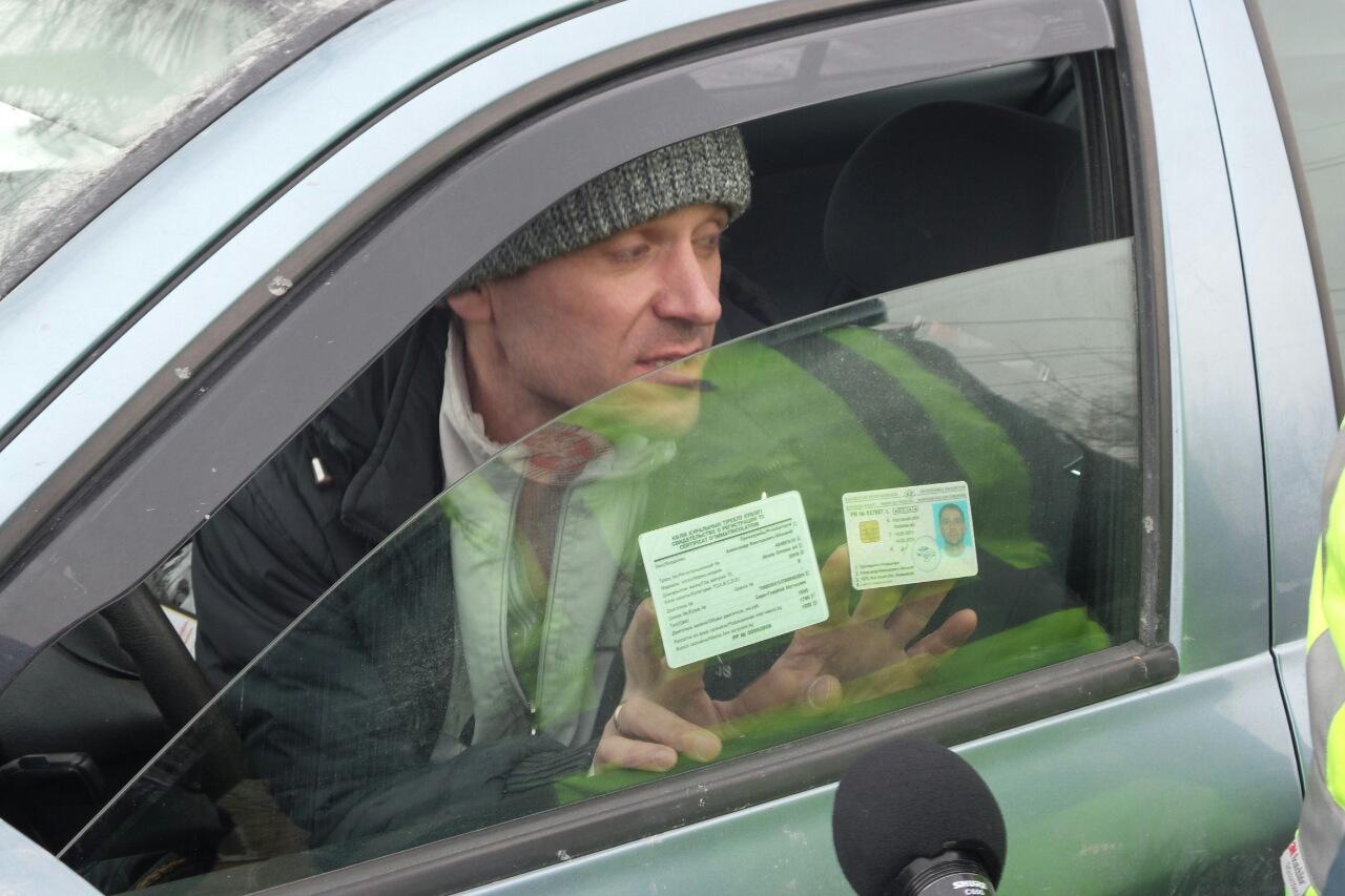 Дерзкий водитель 1,5 часа издевался над сотрудниками ГИБДД