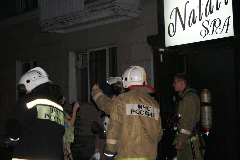 В массажном салоне на Белинского у сотрудницы загорелась одежда