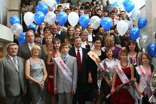 Якоб и Порунов поздравят пять сотен медалистов