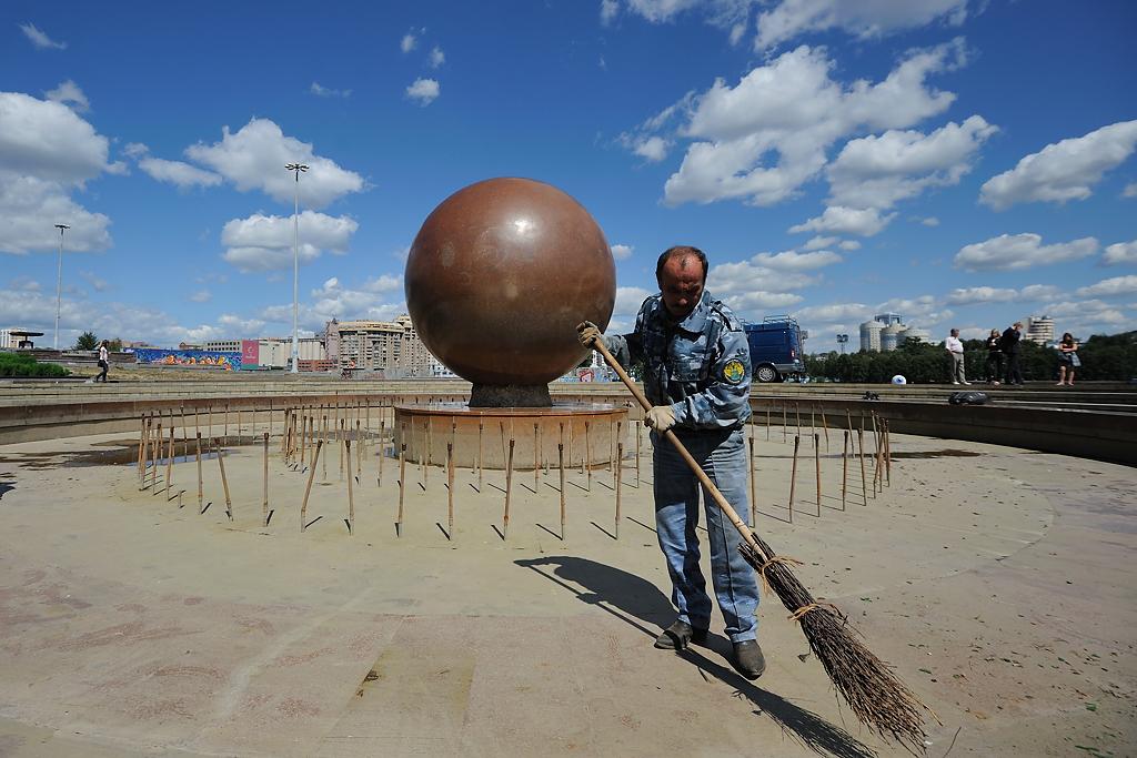Фонтаны Екатеринбурга заменили горожанам мусорные урны