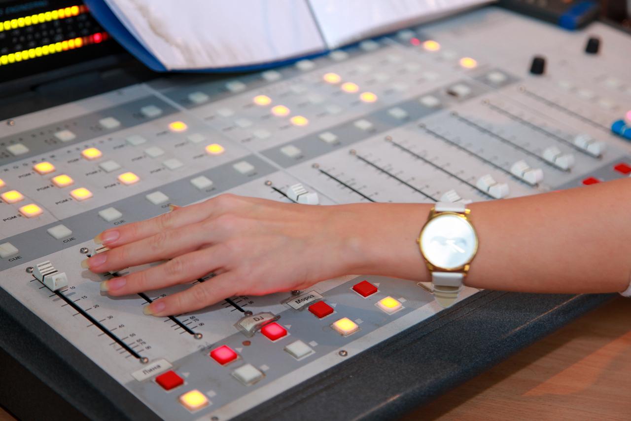 Смотрим радио. Путешествие по ту сторону эфира