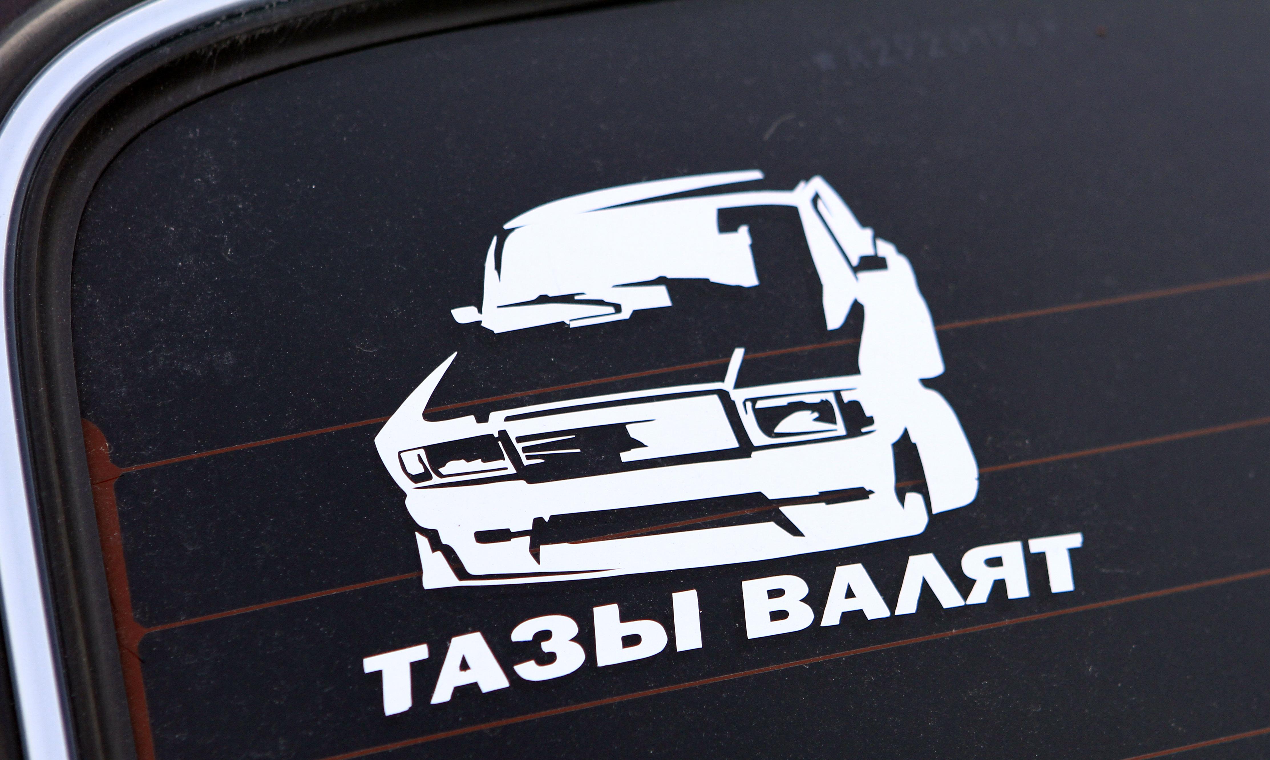 Екатеринбургу показали суперкары. Целых два