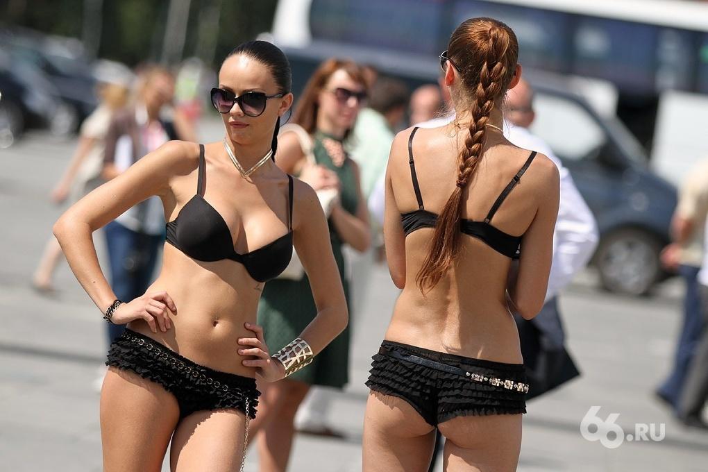 Девочки «Иннопрома-2014»: уральские красотки продвигают инновации