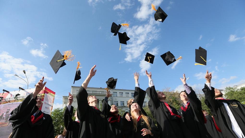 Фонд племянника В. Путина предложил запретить выезд заграницу некоторым краснодипломникам