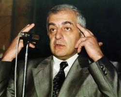 Саакашвили возвел Гамсахурдиа в национальные герои Грузии