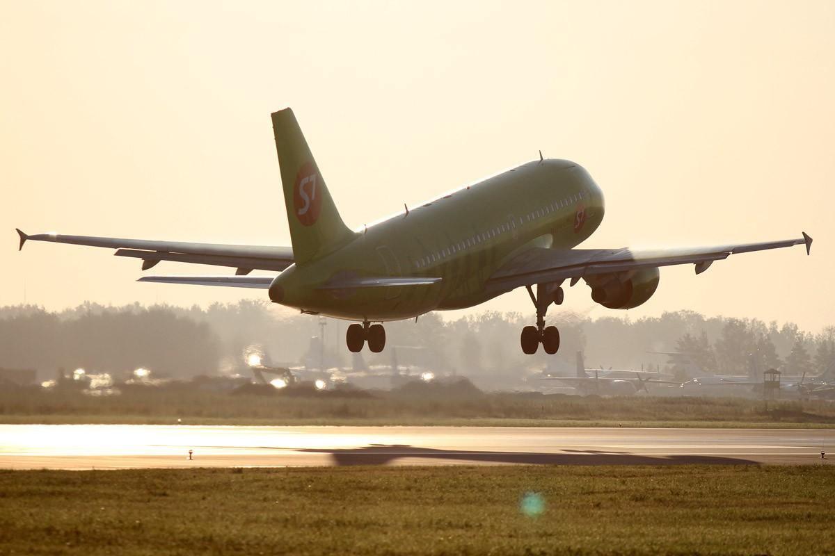 В Госдуме предложили сделать внутренние авиаперелеты дешевле международных