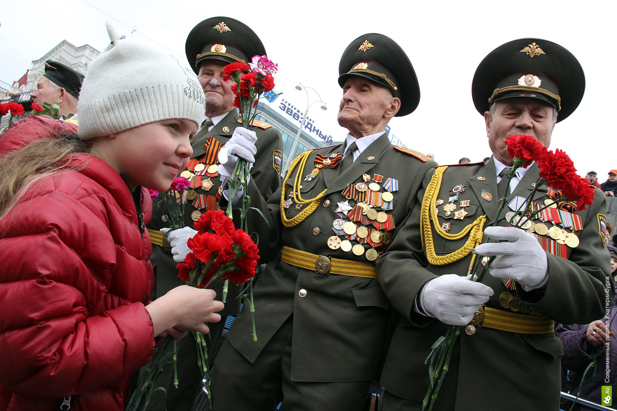 Цветы для победителей: 66.ru поздравил своих героев, а вы?
