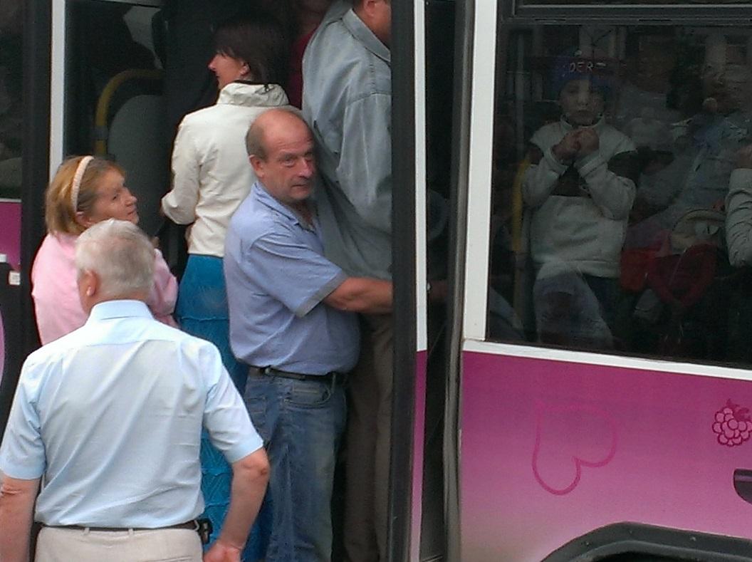 Пробиться к «Стрижам». Горожане штурмом берут бесплатные автобусы