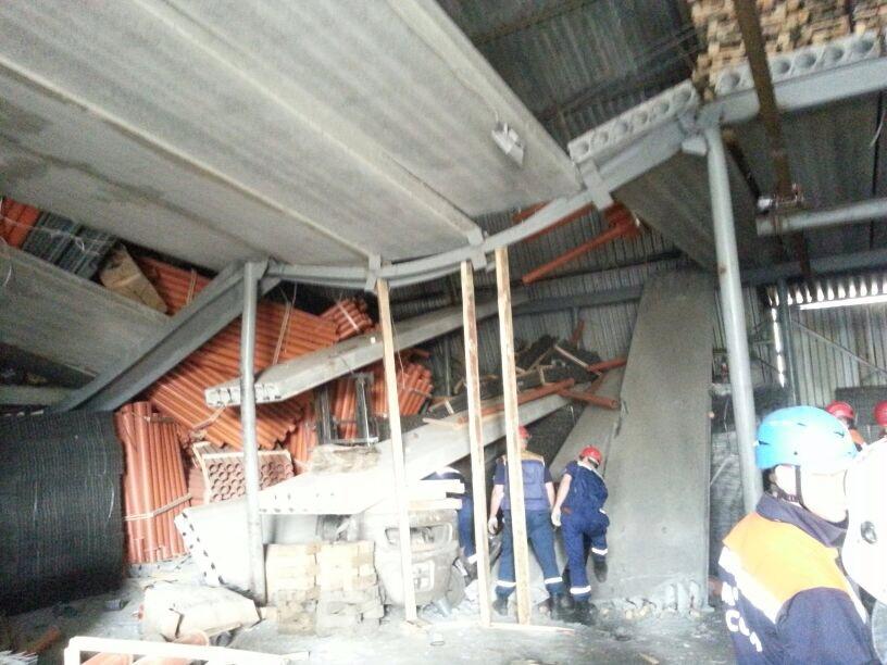 На Уктусе водителя погрузчика придавило бетонной плитой