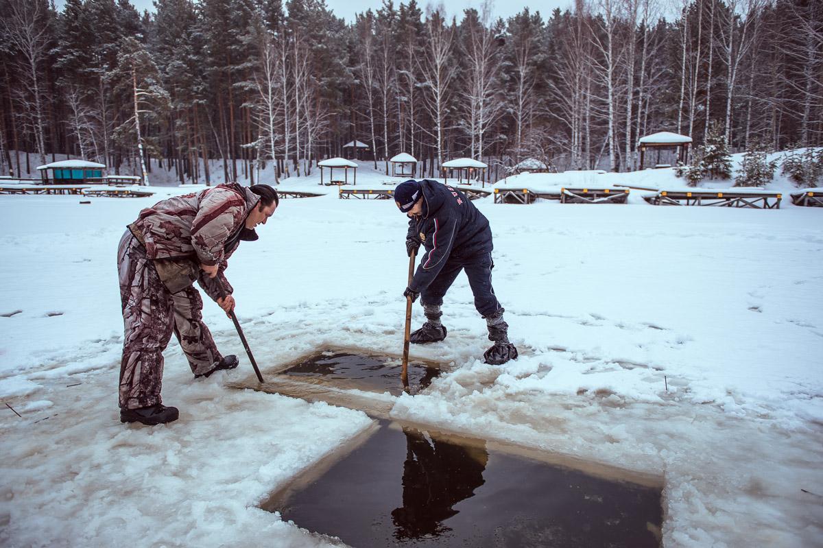 Лед пилили целый день. 23 крещенские купели на карте Екатеринбурга
