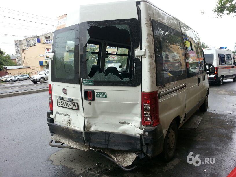 Маршрутка попала в аварию в Екатеринбурге