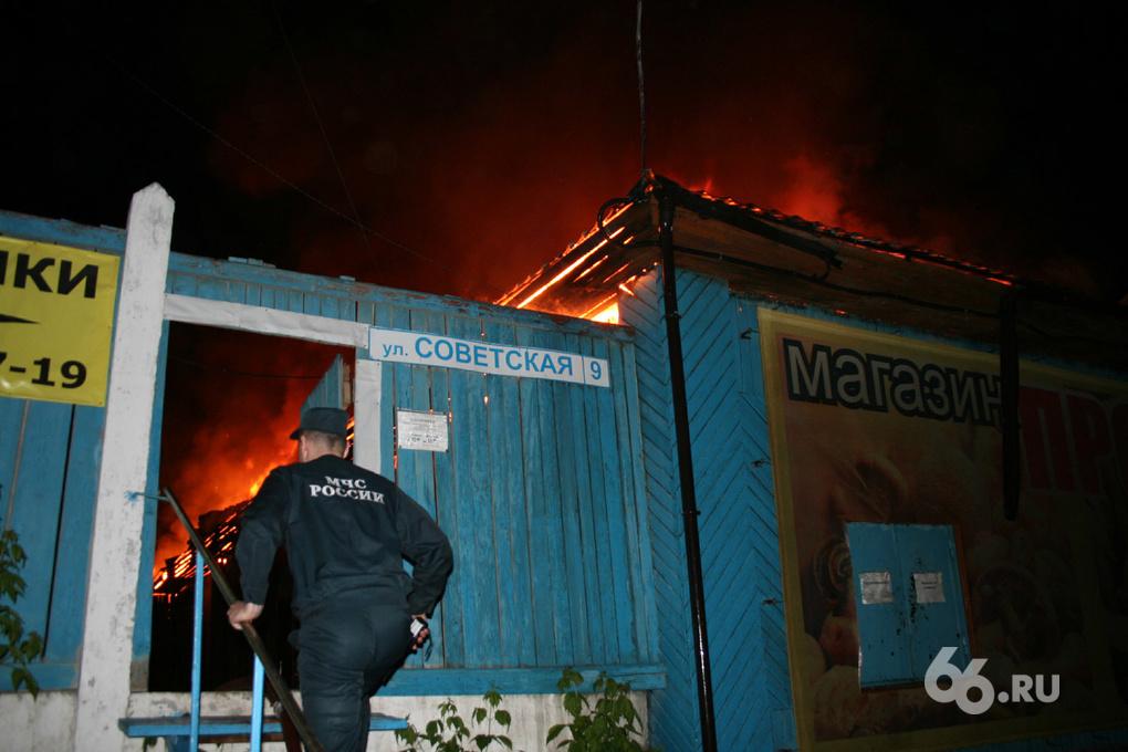 В Верхней Пышме ночью сгорел продуктовый магазин